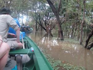 Amazonas sejler ud i kanoerne